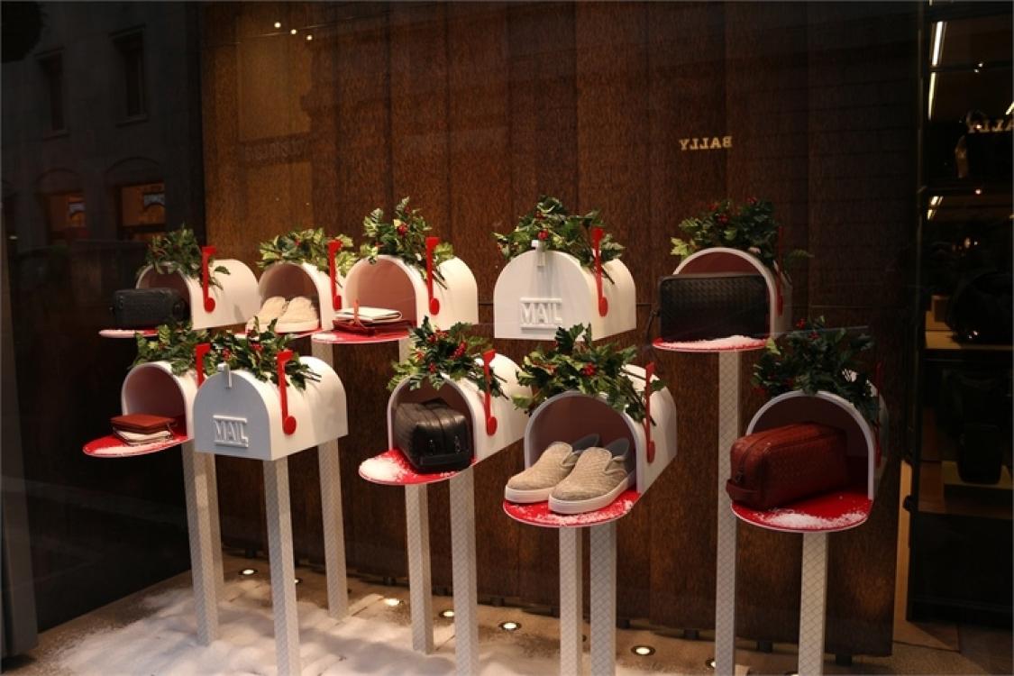 Рождественские витрины Bottega Veneta