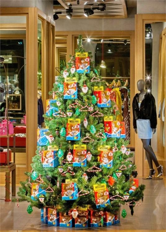Рождественская елка Moschino