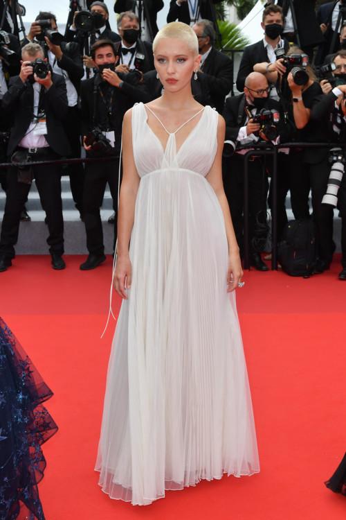 Айрис Лоу в Dior