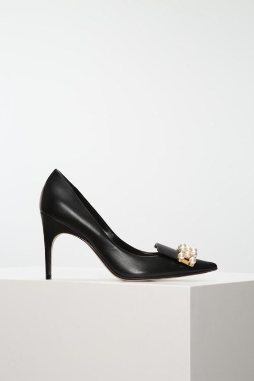Кожаные туфли, украшенные жемчугом, Sergio Rossi