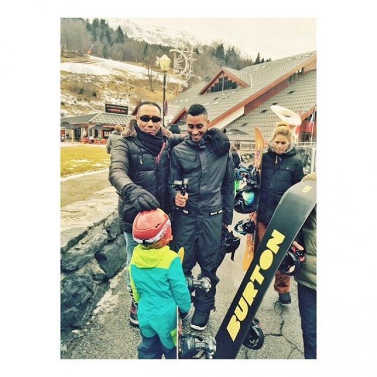 Даутцен Крез вместе с мужем Саннери Джеймсом и детьми проводит Рождество на горнолыжном курорте