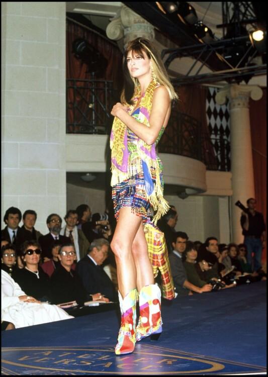 Линда Евангелиста на показе Versace весна-лето 1992