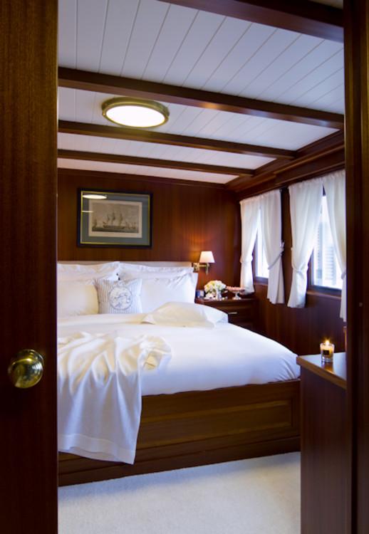 Стандартная комната на ретро-яхте Halas 71.