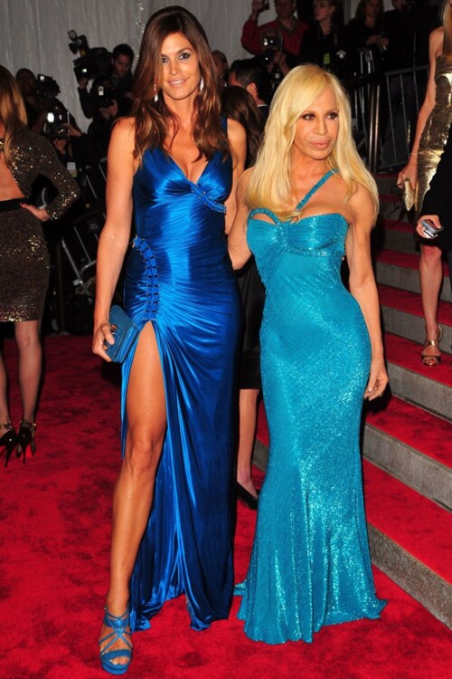 Синди Кроуфорд в Versace и Донателла Версаче, MET Gala 2009