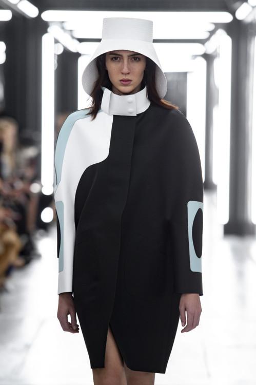 Тедди Квинливан на Louis Vuitton