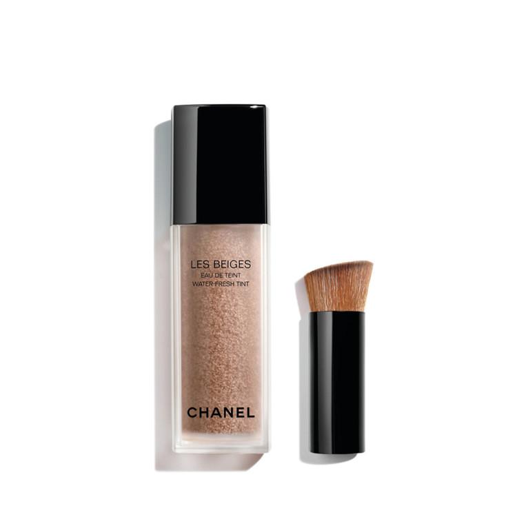 Тональный тинт Les Beiges Water Fresh Tint оттенка Light Deep, коллекция макияжа Les Beiges Summer Light Chanel