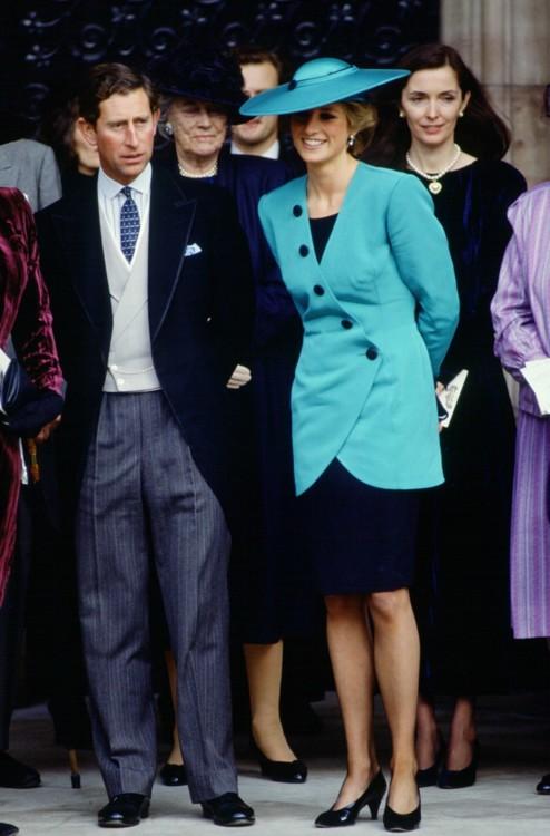 Леди Ди с принцем Чарльзом на свадьбе свадьбе Камиллы Данн и Руперта Сомса