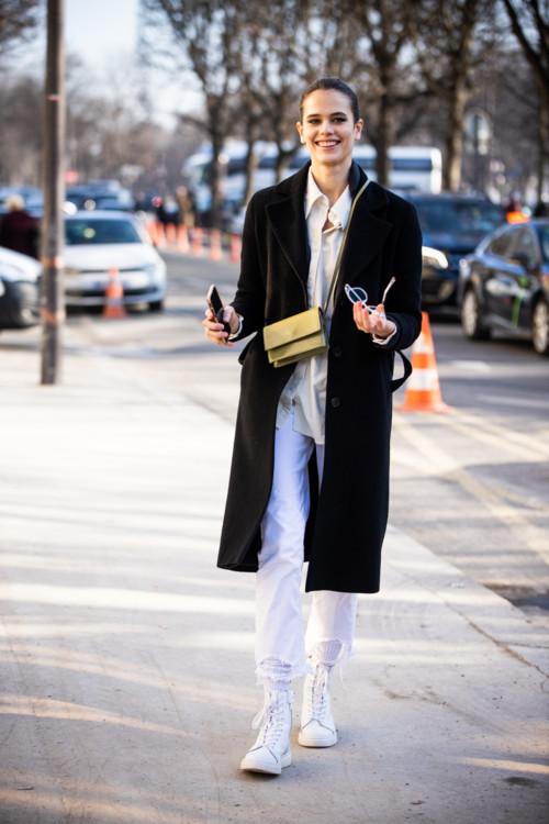 Как носить белые джинсы осенью стристайл фото осень 2020 примеры фото