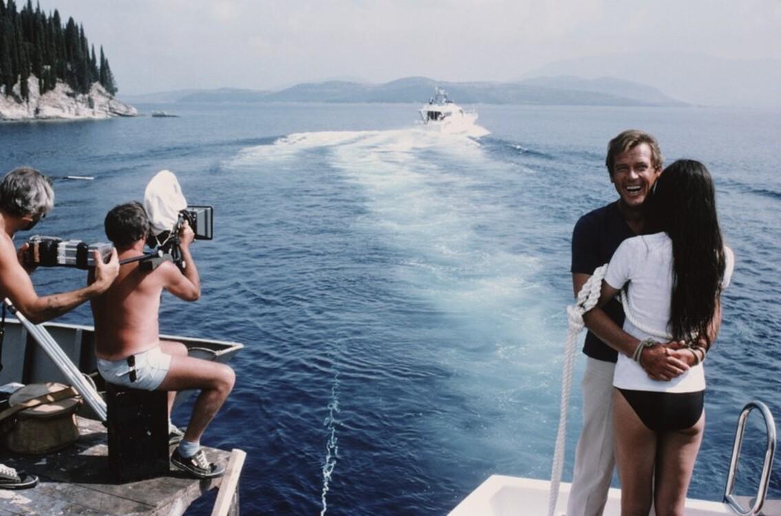 """Роджер Мур і Кароль Буке на зйомках фільму """"Тільки для ваших очей"""", 1981"""