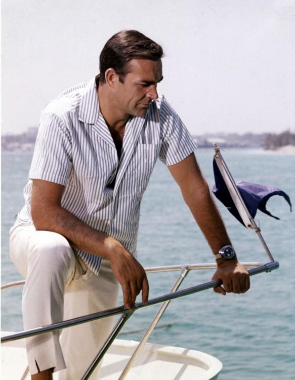 Полосатая рубашка Шона Коннери. Классическая рубашка, но не простая: выбираем один из самых ярких принтов сезона - полоски.