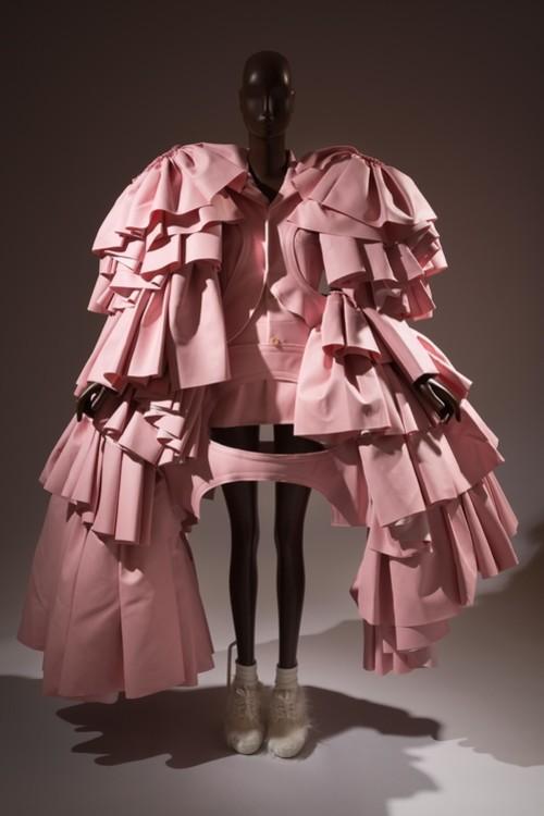 Платье Comme des Garçons, осень-зима 2016, Япония © The Museum at FIT