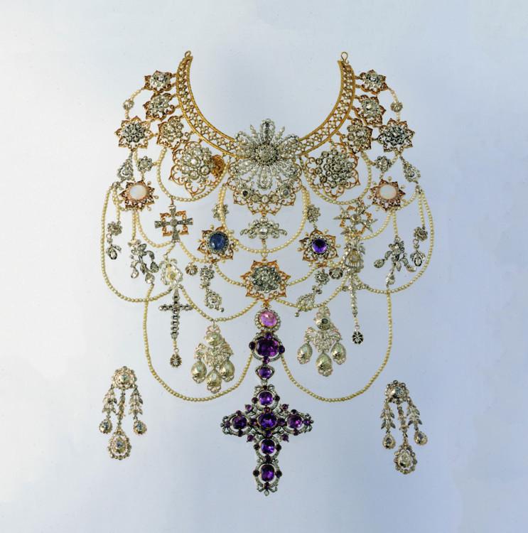 Пектораль, золото, срібло, діаманти, аметист, сапфір, скло, перли, 1900