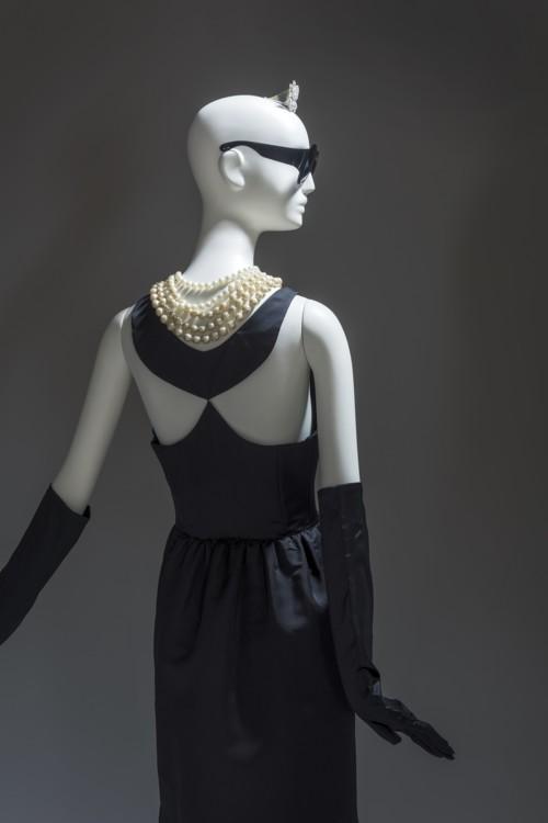 Платье-футляр, которое надевала Одри Хепберн в фильме Блейка Эдвардса «Завтрак у Тиффани», 1961