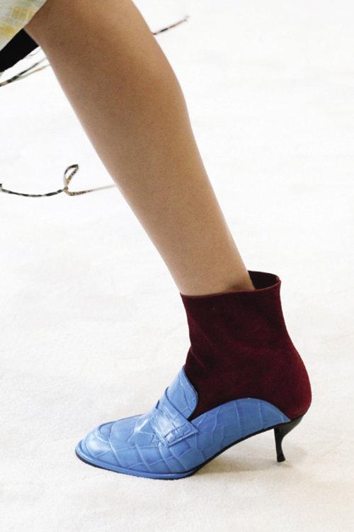 «Благодаря удобной форме и модной фактуре эти ботильоны станут фаворитом инсайдеров fashion-индустрии»
