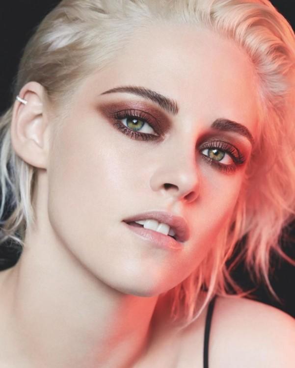 Крістен в промо кампанії макіяжу Chanel 2017