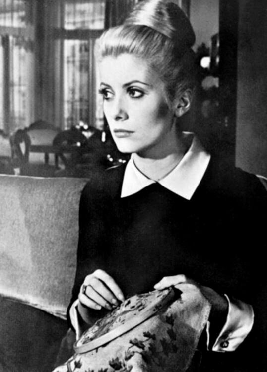 Катрин Денев в платье Yves Saint Laurent в фильме «Дневная красавица», 1967