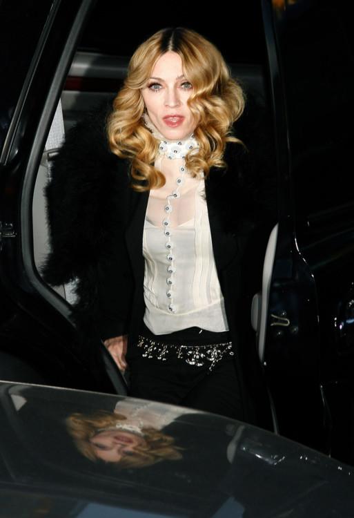 """2006. В свободное от концертов время Мадонна продолжает """"давать леди"""": каноническая красота и сдержанность на премьере фильма """"Артур и минипуты"""""""