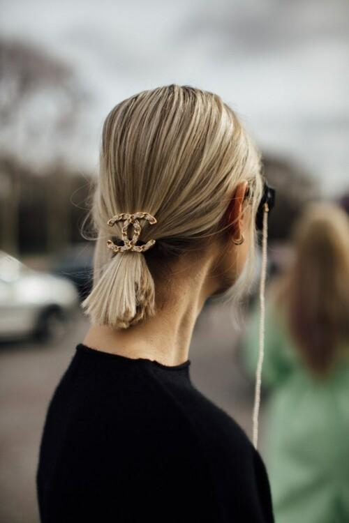 Как оригинально украсить короткие волосы. фото
