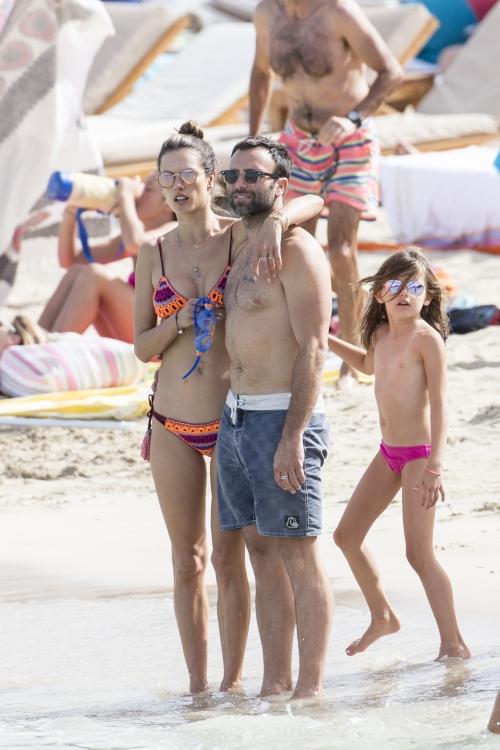 с мужем и дочерью Аней-Луизой