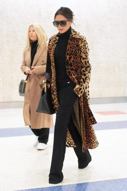Виктория Бекхэм в пальто Victoria Beckham