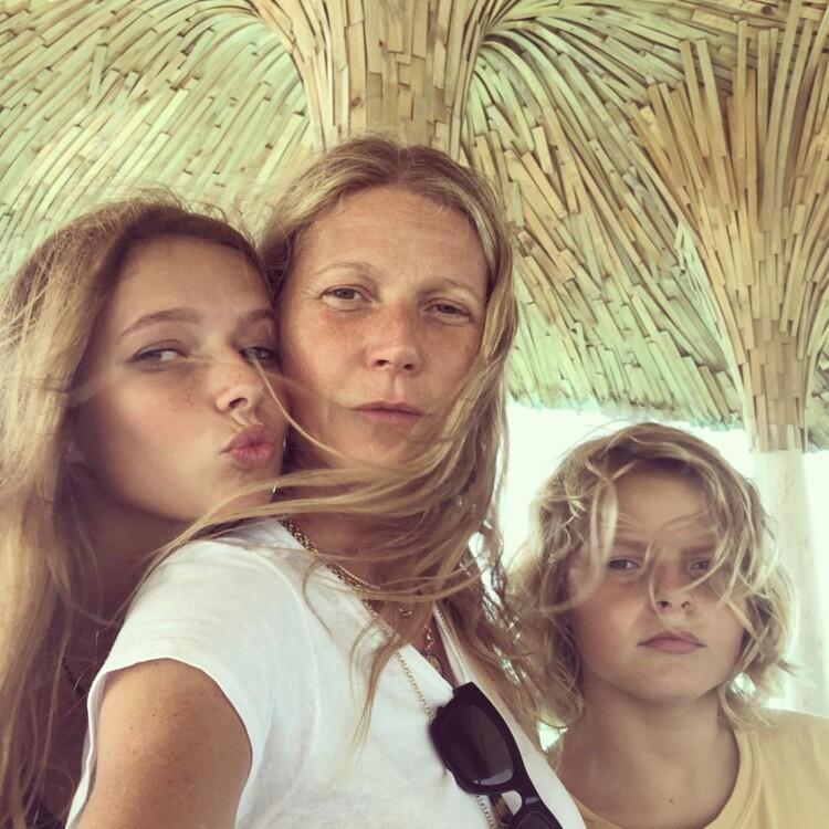 Гвінет Пелтроу з дітьми