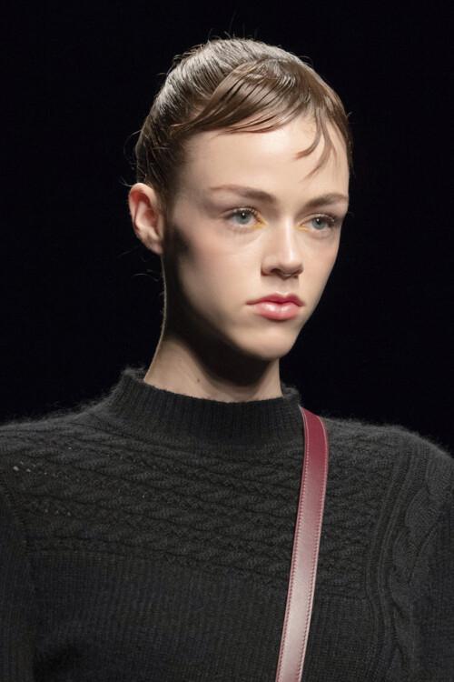 Модная челка 2020: короткая челка 2020 фото