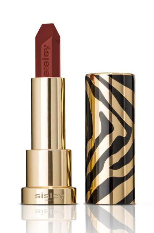 Помада Le Phyto-Rouge, Sisley, - устойчивая, увлажняющая и вдобавок ухаживает за нежной кожей губ. Она питает и увлажняет в течение восьми часов, даже если пигмент уже исчез.