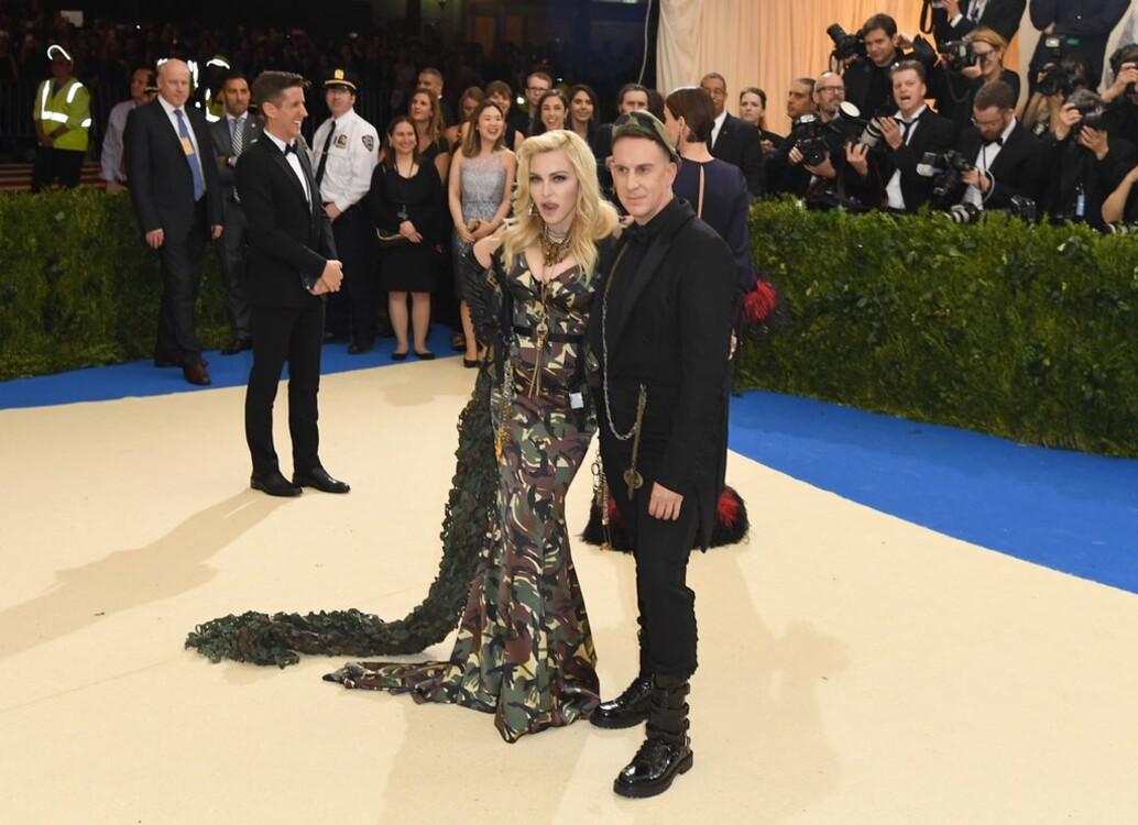 Мадонна в Moschino и Джереми Скотт, MET Gala 2017
