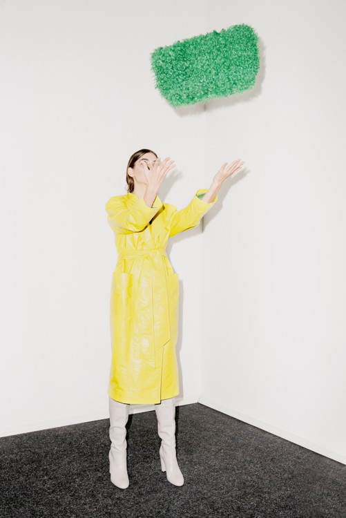 Плащ Dafna May, сумка Blood & Honey, обувь Kachorovska Atelier