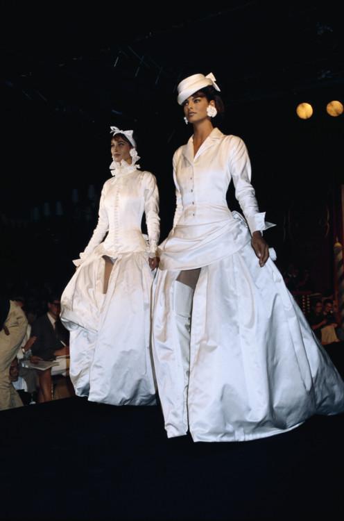 Линда Евангелиста и Кристи Тарлингтон, Chanel Haute Couture осень-зима 1990-1191