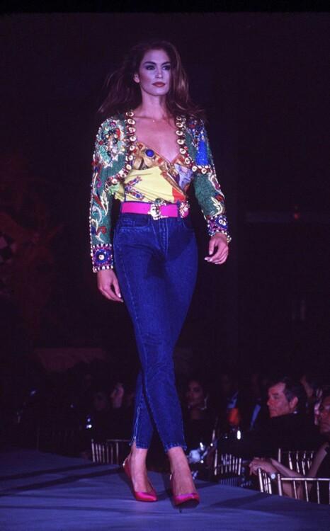Синди Кроуфорд на показе Versace весна-лето 1997