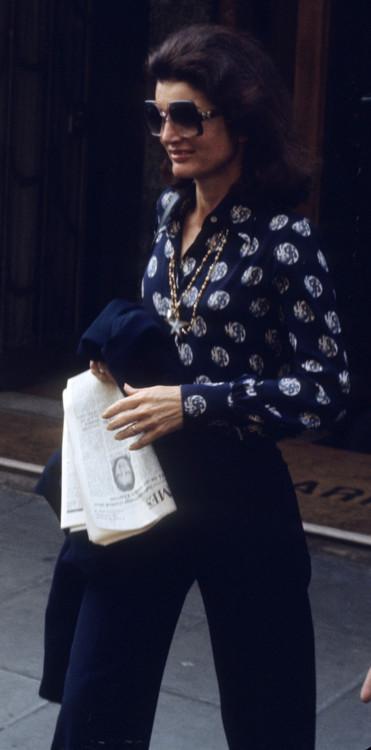 Жаклин Онассис, 1976