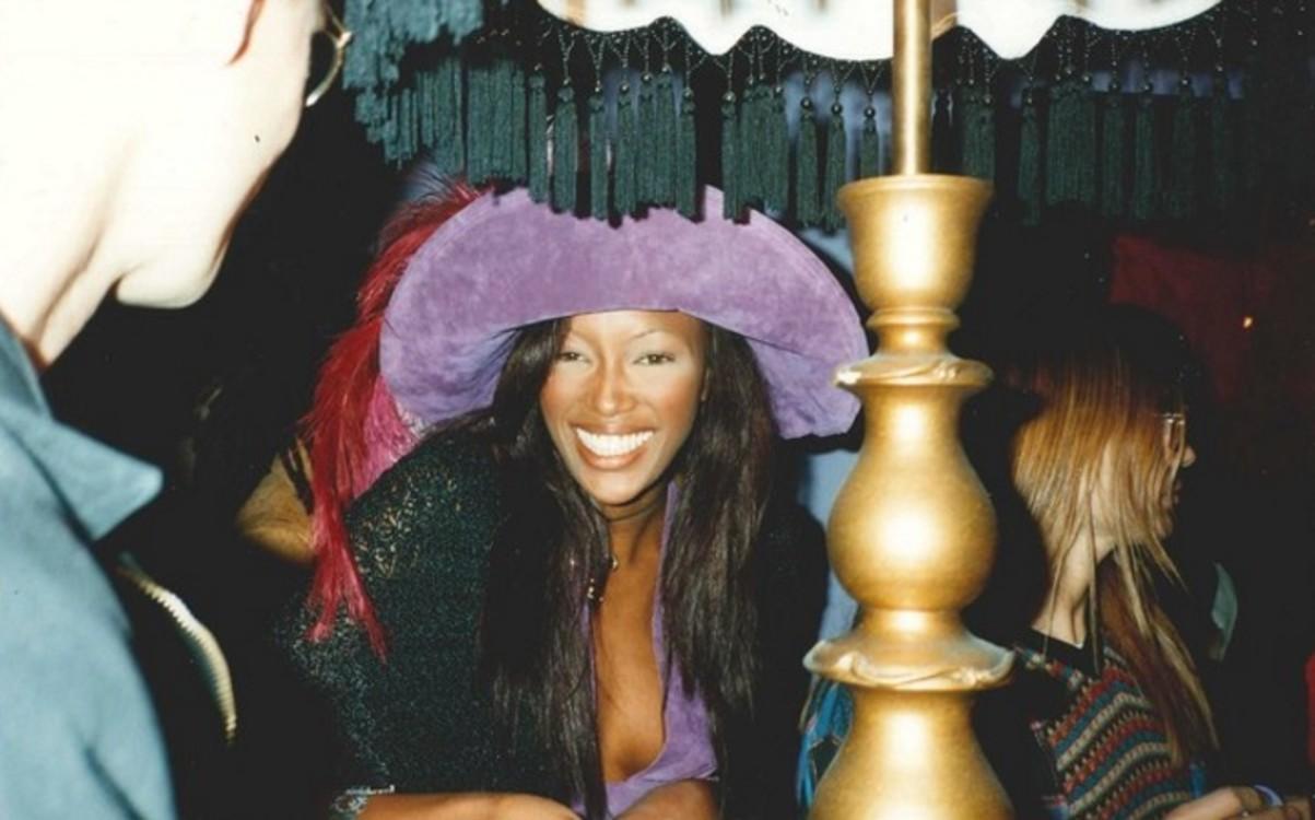Наоми Кэмпбелл  на открытии магазина Anna Sui в 1992 году