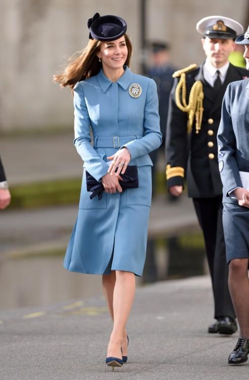Герцогиня Кэтрин в Alexander McQueen на 75-й годовщине кадетского корпуса Королевских военно-воздушных сил