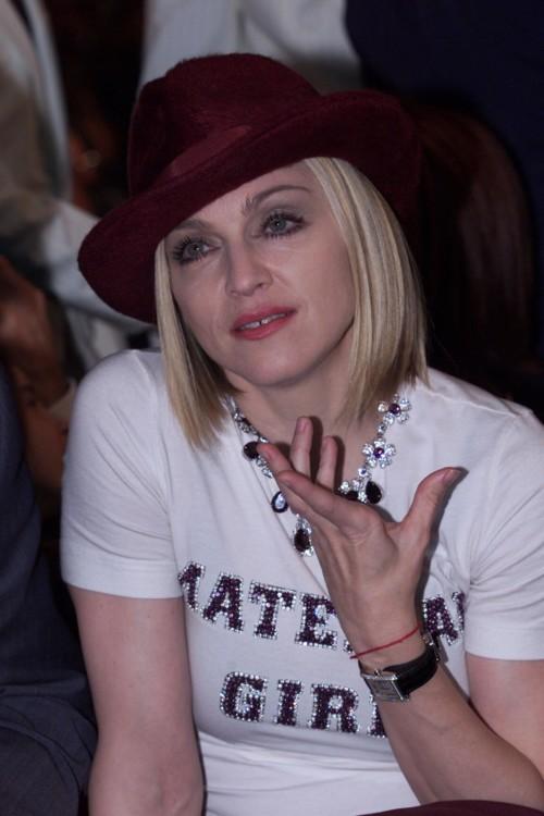 2011. На 43-й церемонии Grammy певицу номинировали сразу в трех категориях