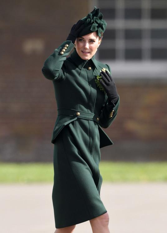 Герцогиня Кембриджская в Alexander McQueen на праздничном параде ирландских гвардейцев в честь Дня святого Патрика