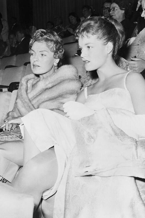 Роми Шнайдер и Магда Шнайдер, 1957
