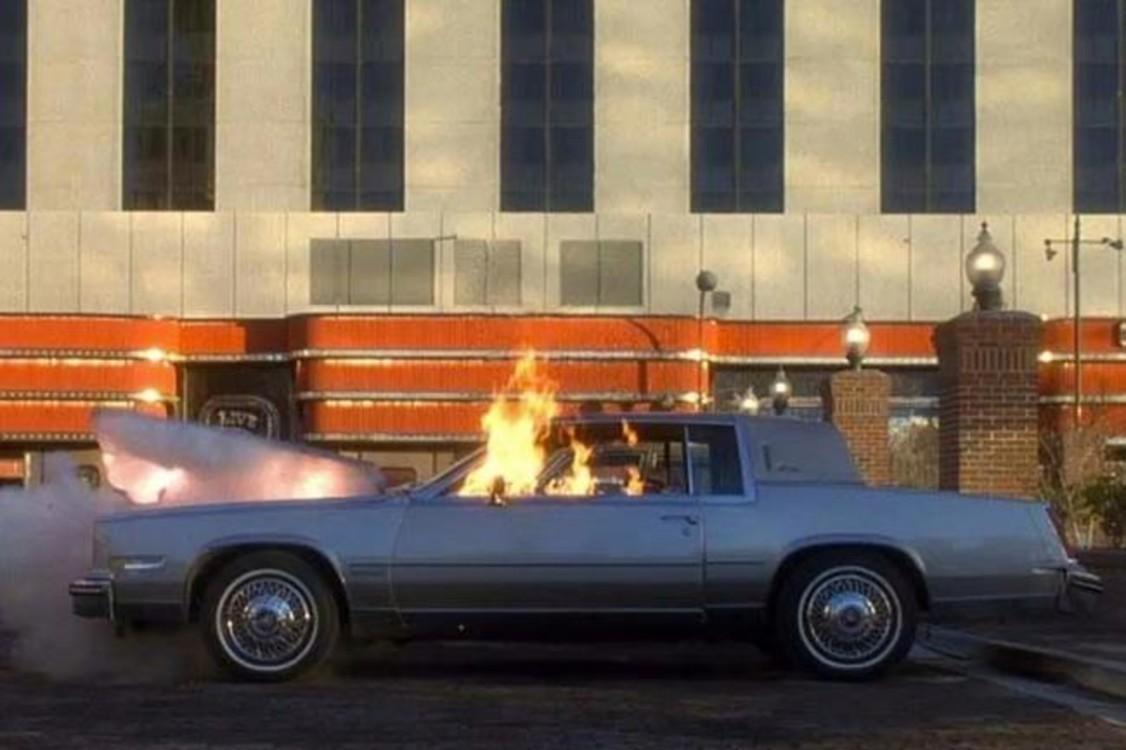 """Cadillac Eldorado Biarritz (1981) было не жалко испепелить, когда жизнь Эйса Ротштейна стремилась ко дну в """"Казино"""" (1995). Photo: Universal Pictures"""