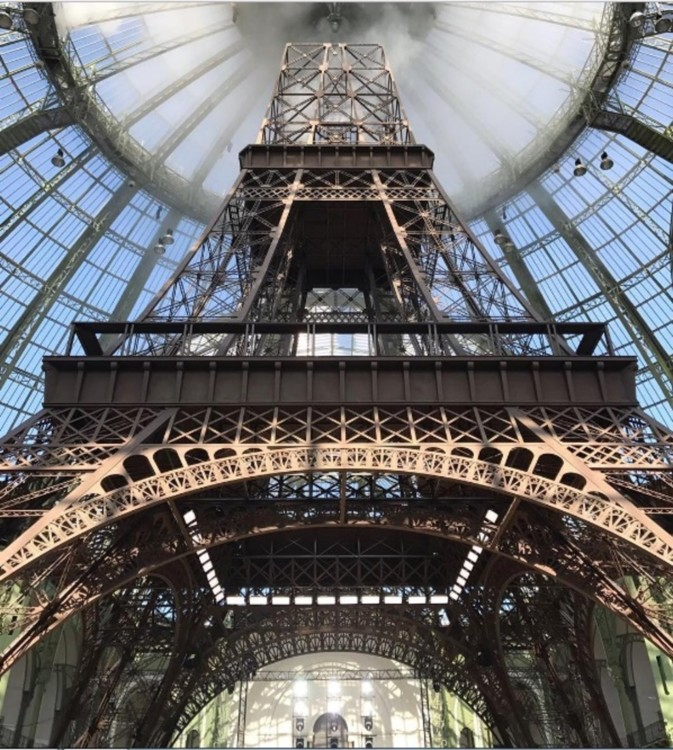 Эйфелева башня на показе Chanel Haute Couture 2017/18
