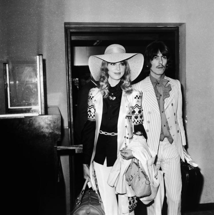 Джордж Харрисон и Патти Бойд в аэропорту Лондона, май 1968