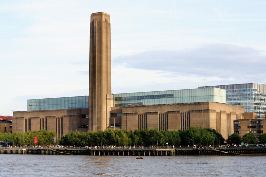 Музей современного искусства Tate Modern, Лондон, Великобритания (5 829 000 посетителей в 2018 году)