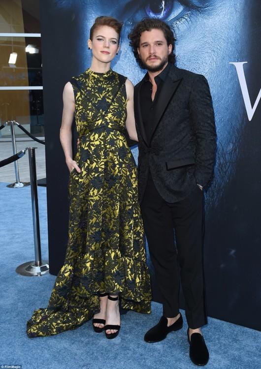 Кит Харингтон со своей девушкой Роуз Лесли