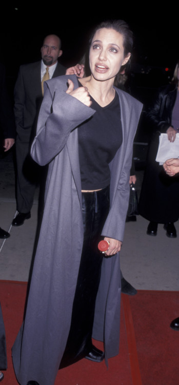 Анджеліна Джолі на прем'єрі фільму «Перерване життя», 1999