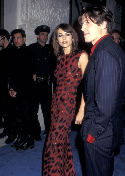 Элизабет Херли и Хью Грант на открытии бутика Versace в Нью-Йорке, 1996