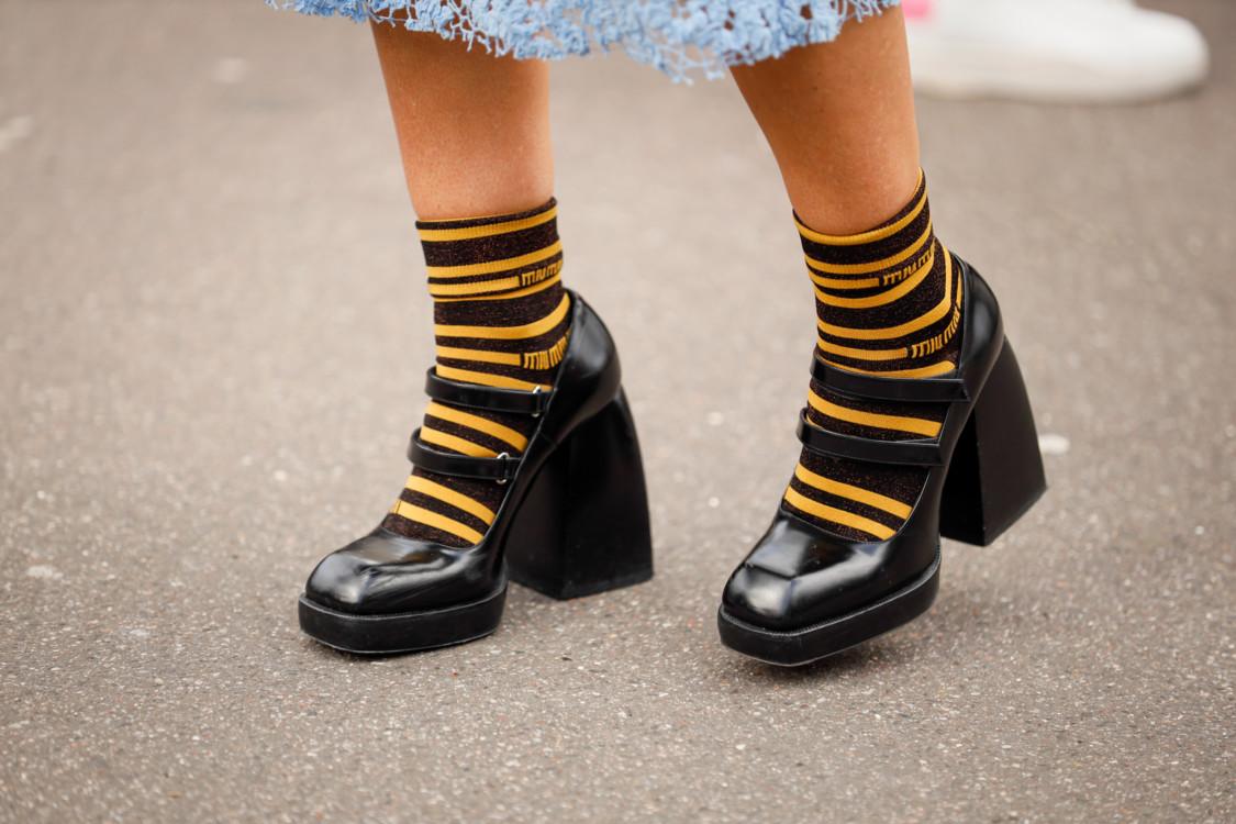 Туфли в стиле Мэри Джейн стрит стайл фото лето 2020 фото