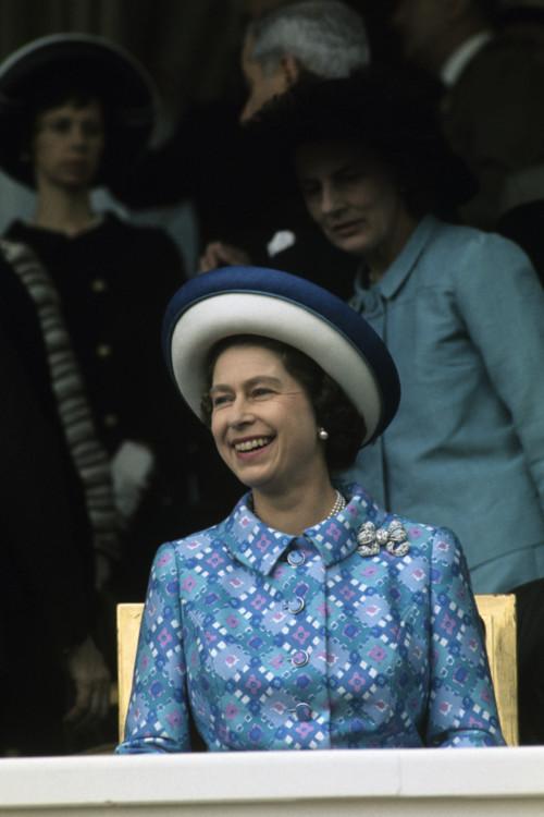 Єлизавета II на скачках Longchamp 1972 року