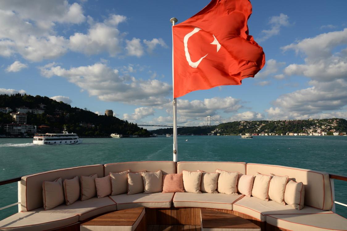 Палуба ретро-яхты Halas 71.