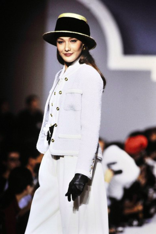 Карла Бруни на показе Chanel, 1988