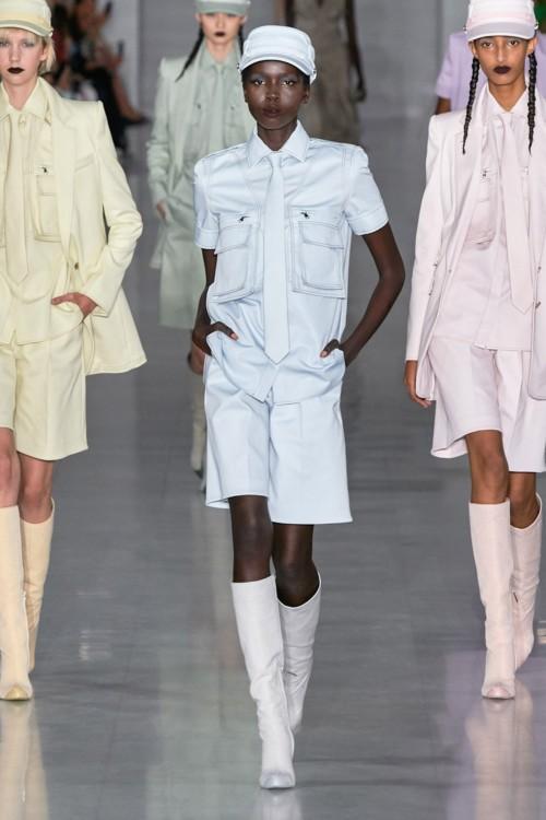 Женские галстуки в коллекциях сезона весна-лето 2020 фото