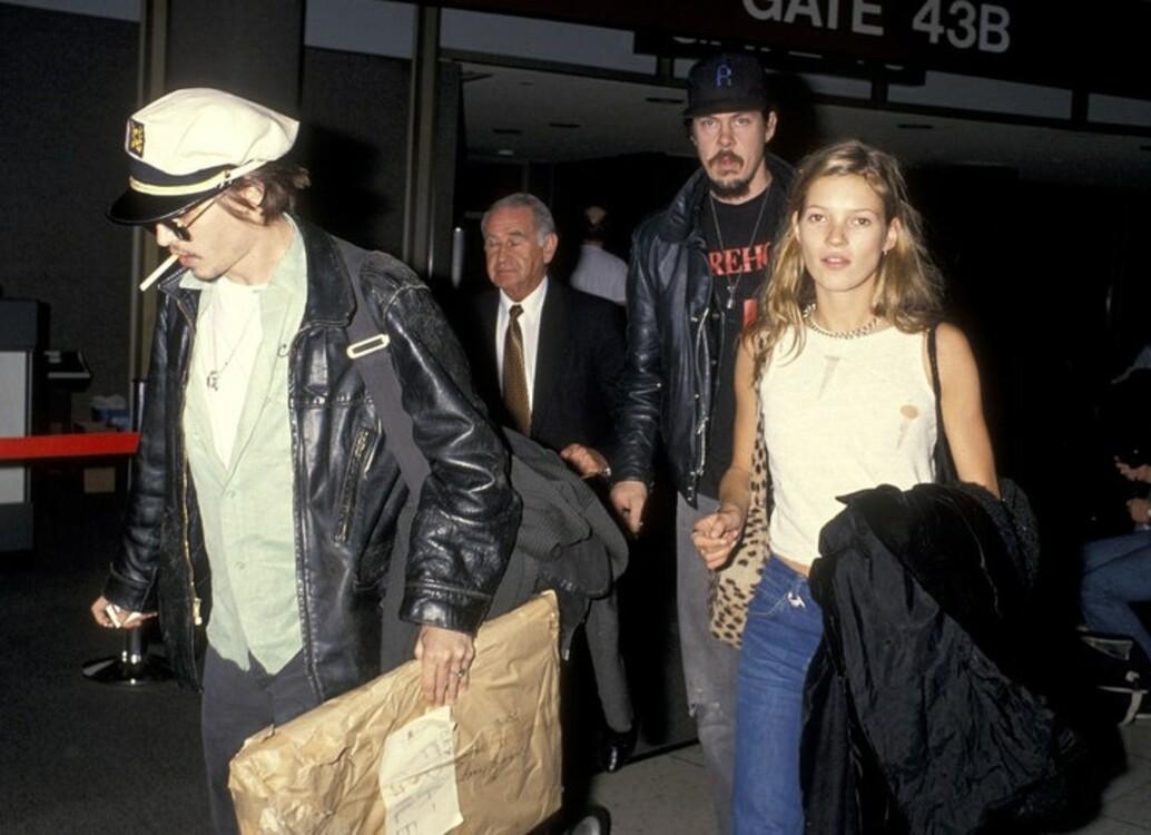 Джонни Депп и Кейт Мосс в аэропорту Лос-Анджелеса, 1994